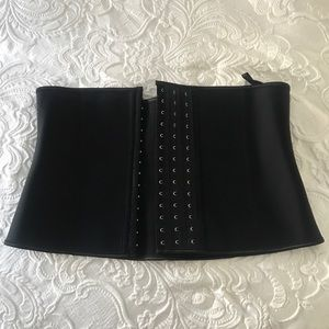 Other - Yianna Waist Trainer